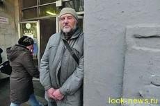 Самый известный киевский бомж получил телефон в подарок