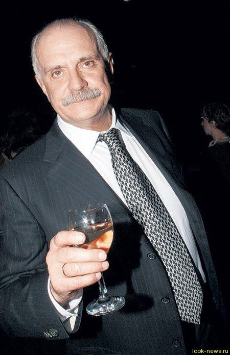 В самолётах напоят вином от Михалкова