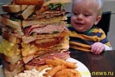 Британец съел сэндвич «размером с ребенка»
