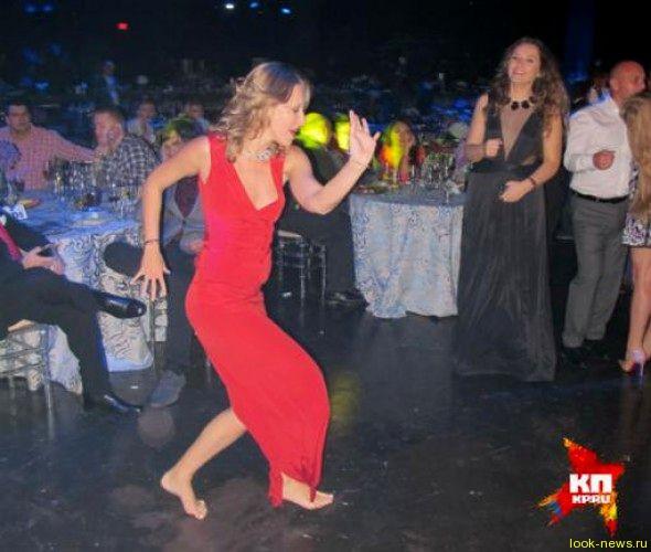 Ксения Собчак танцевала в Майами для олигархов босяком