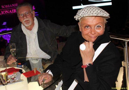 53-летняя Светлана Конеген выходит замуж в фате и в платье с белочками