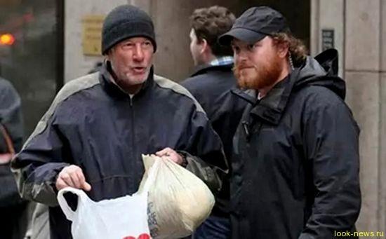 Ричарда Гира приняли за бомжа и угостили пицей
