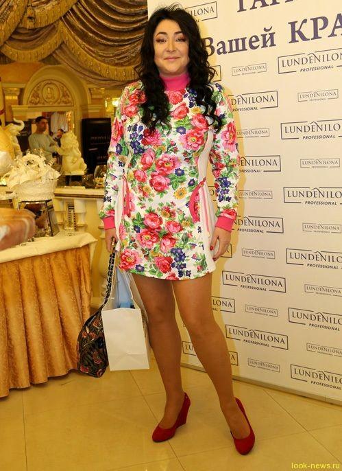 Лолита и её умопомрачительная короткая юбка