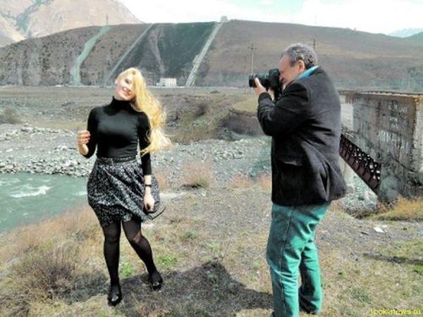 Борис Грачевский спасся от полиции и показал новую девушку