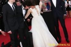 Украинский репортер залез под платье актрисе Феррера