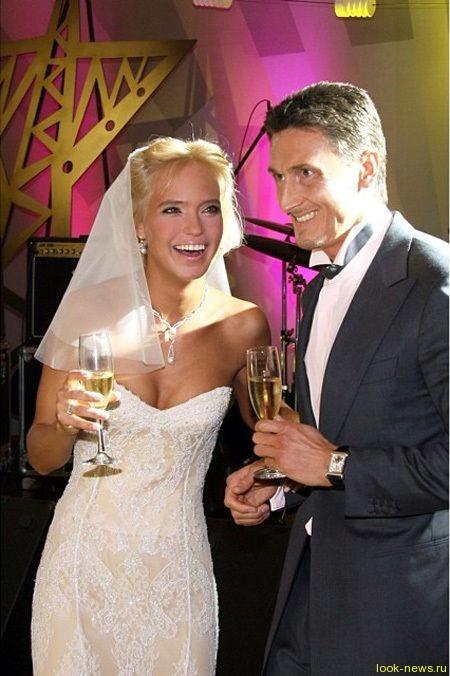 Глюк'Oza поздравила мужа с годовщиной свадьбы «голым» снимком в постели