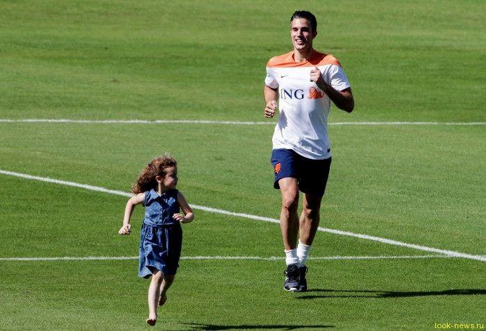 Ван Перси пришел на тренировку с детьми