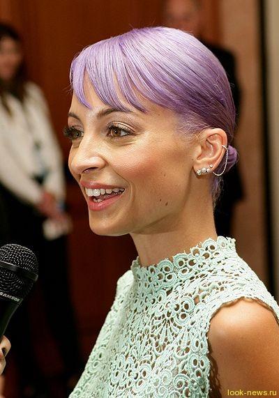 Николь Ричи покрасилась в фиолетовый по совету дочки