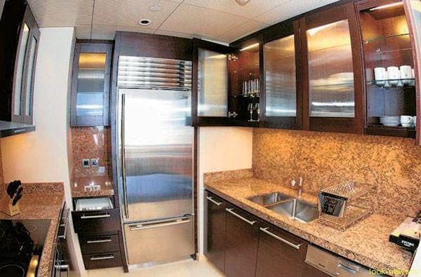 Борис Моисеев купил квартиру для невесты в Дубае