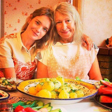 Наталья Водянова рассказала, почему ее мама торгует пирожками