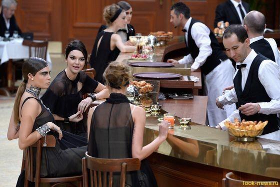 Кара Делевинь и Кендалл Дженнер блеснули на показе Chanel в Париже