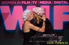 Николь Кидман иНаоми Уоттс поцеловались насцене