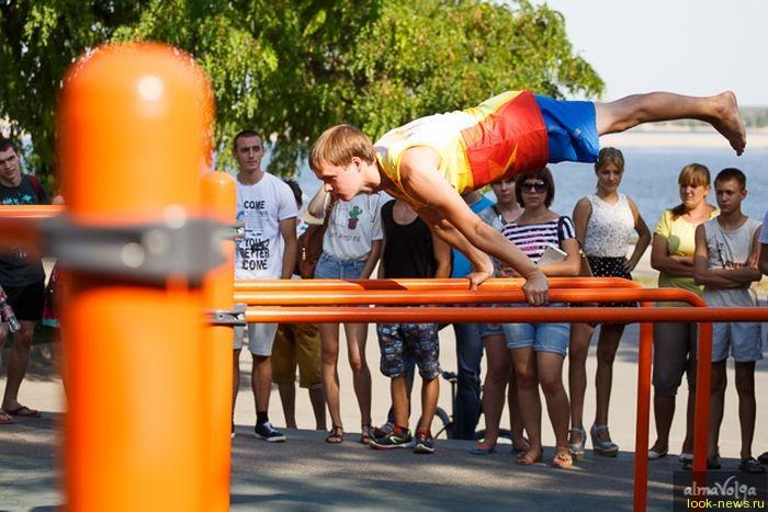 Елена Исинбаева открыла площадку для воркаута