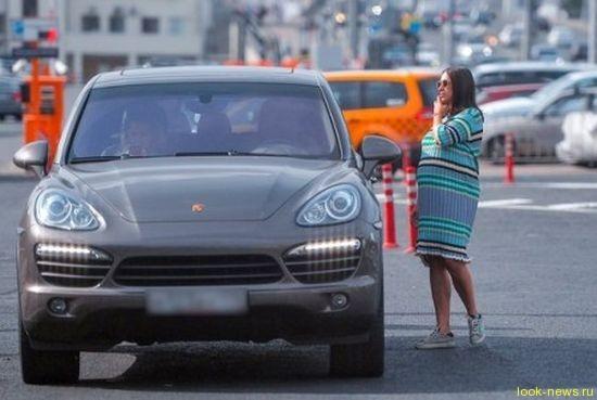 В сети появились фото беременной жены Ивана Урганта