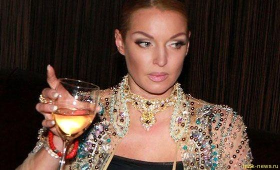 Анастасию Волочкову обвинили в алкоголизме