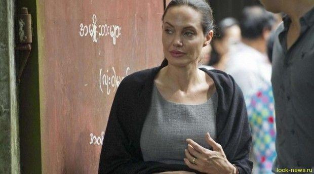 Брэд Питт просит Анджелину Джоли лечь в клинику: вес актрисы меньше 40 кг