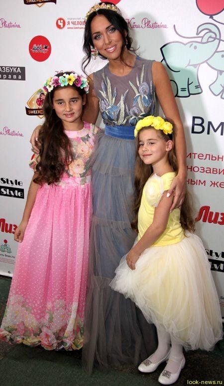 Алсу собрала 800 300 рублей для детей, больных диабетом