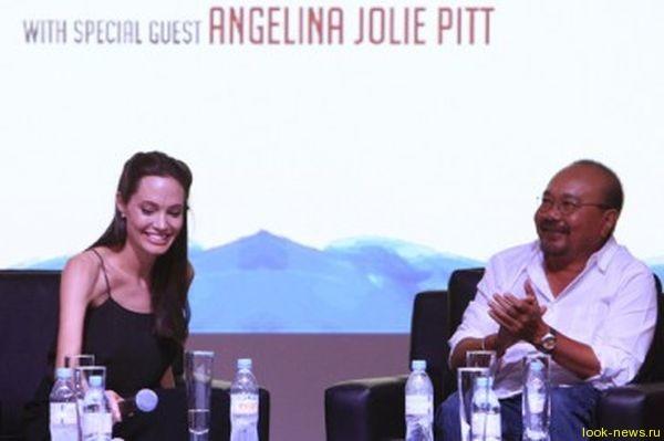 Джоли с международного кинофестиваля в Камбодже