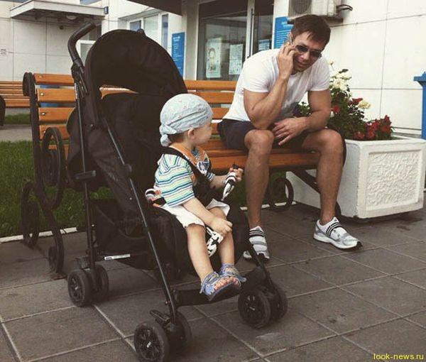 Стас Пьеха не живет с женой и маленьким сыном