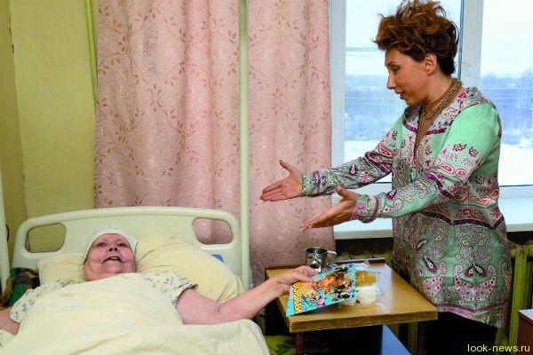 Птица счастья: Елена Воробей навестила дом престарелых
