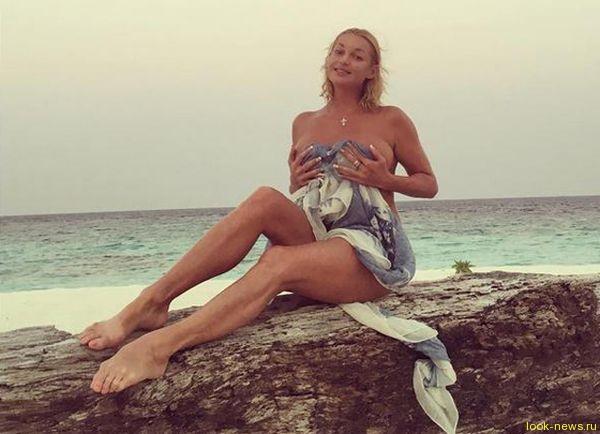 Анастасия Волочкова вновь взбудоражила интернет своими обнаженными фотографиями