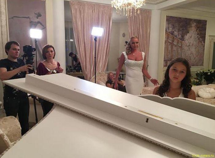 Дочь Анастасии Волочковой устала от разгульного образа жизни мамы