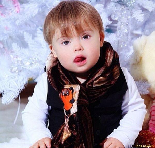 Муж Эвелины Бледанс рассказал, что родные сразу приняли их сына с синдромом дауна