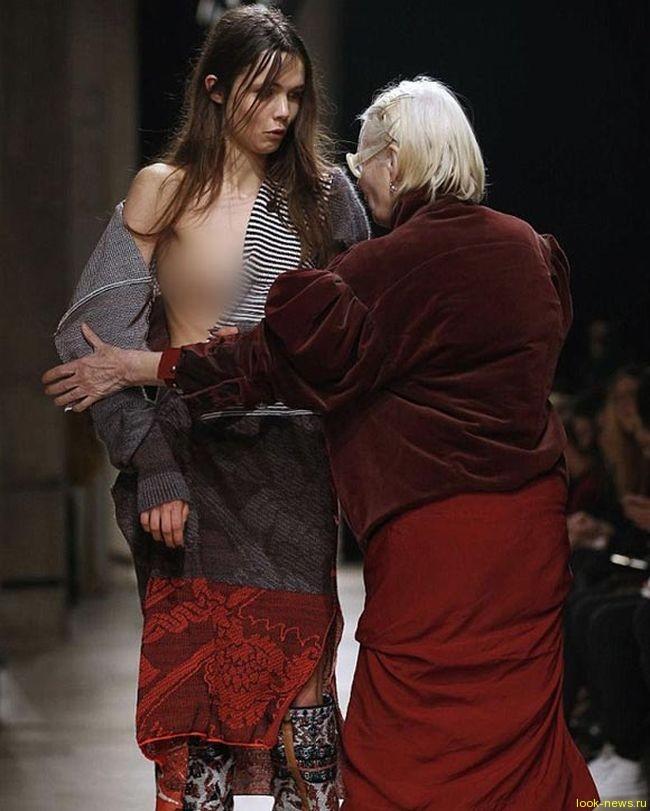 Модельер Вивьен Вествуд помогла своей модели выйти из неловкой ситуации