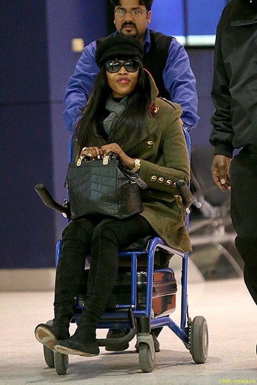 Наоми Кемпбэл снова замечена в инвалидной коляске