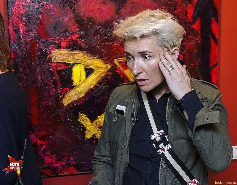 Диана Арбенина открыла выставку своих картин