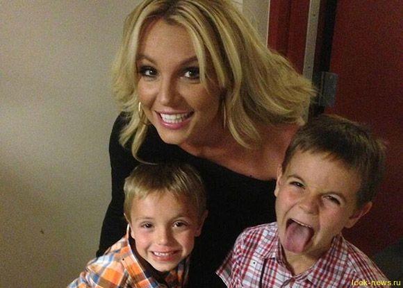 Бритни Спирс хочет удочерить девочку: певица станет мамой в третий раз