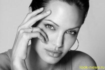 Джоли стала самой уважаемой женщиной планеты