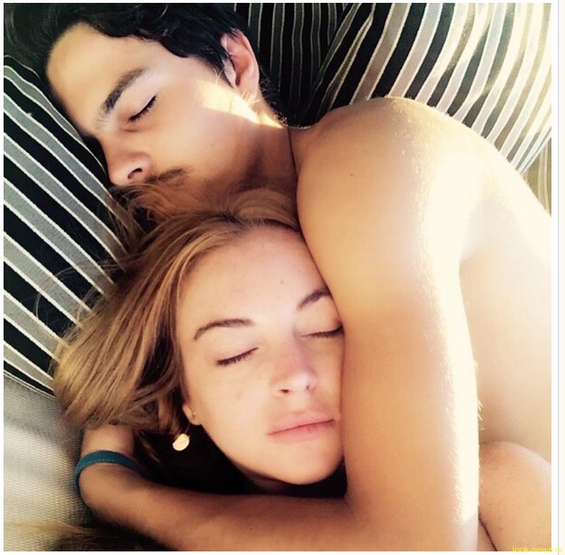 Лохан показала фото в постели с молодым бойфрендом