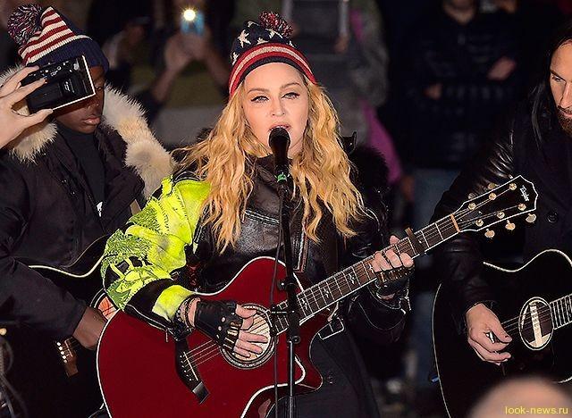Мадонна и ее младший сын дали бесплатный концерт в центре Нью-Йорка
