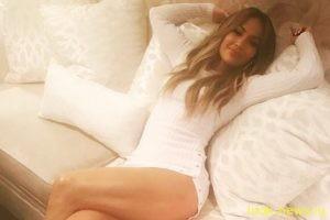 Чулки и сверкающее боди: 47-летняя Дженнифер Лопес опубликовала серию своих сексуальных фото
