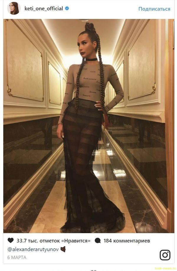 Кети Топурия предстала перед фанатами в прозрачном платье