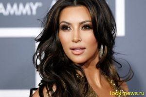 Ким Кардашьян вышла в свет в откровенном наряде после резкого похудения