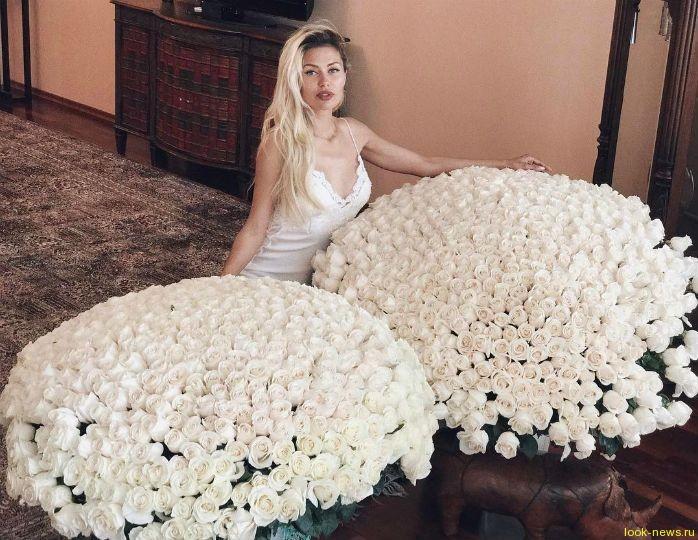 Боня похвасталась букетом из 1500 роз