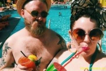 31-летняя Тесс Холлидей выложила соблазнительное фото в кружевном белье
