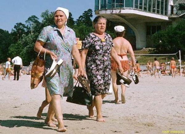 Русские туристы выгнали хамов-украинцев с пляжа песней «Вставай, страна огромная»...