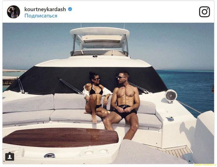 Фото дня: Кортни Кардашьян на отдыхе с молодым бойфрендом