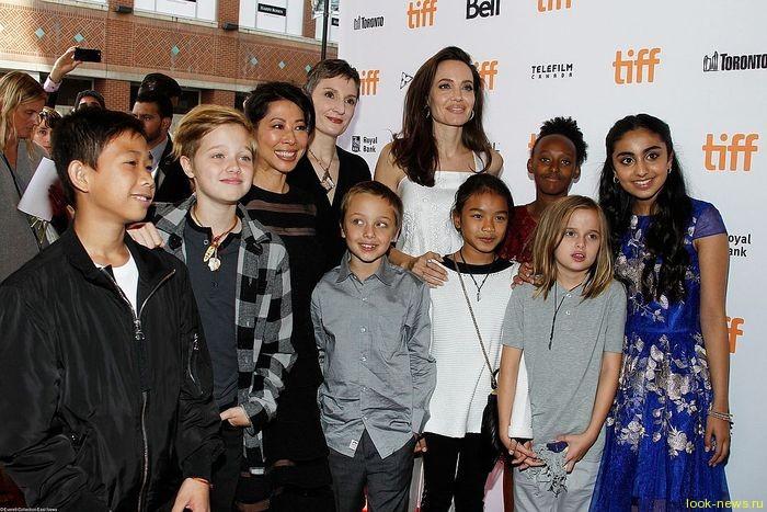 Друзья Анджелины Джоли рассказали, как она будет выбирать себе нового мужа