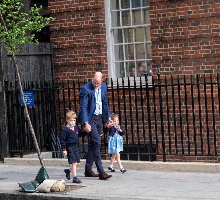 Герцог и герцогиня Кембриджские показали новорожденного принца