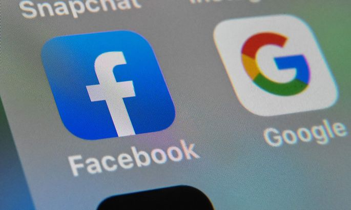 Facebook сам включает камеру на смартфоне