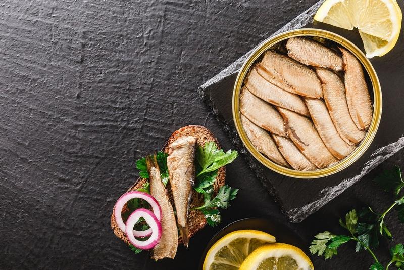 Селедка и шпроты полезнее лосося, форели и тунца?